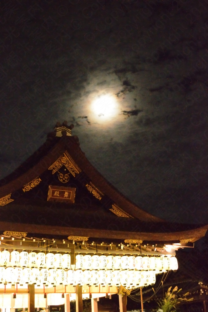 Moon viewing at Yasaka shrine september 2019 八坂神社観月祭英語版