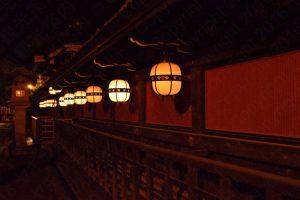 北野天満宮の吊り灯籠